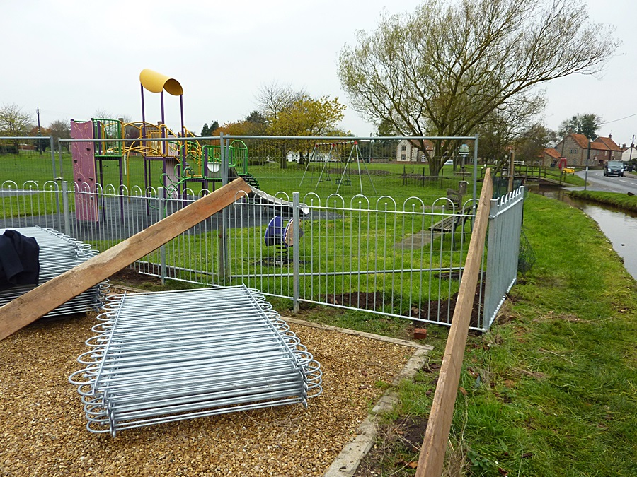 Children's play area fence 2