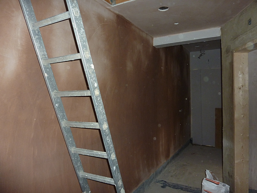 Corridor wall plastered 1