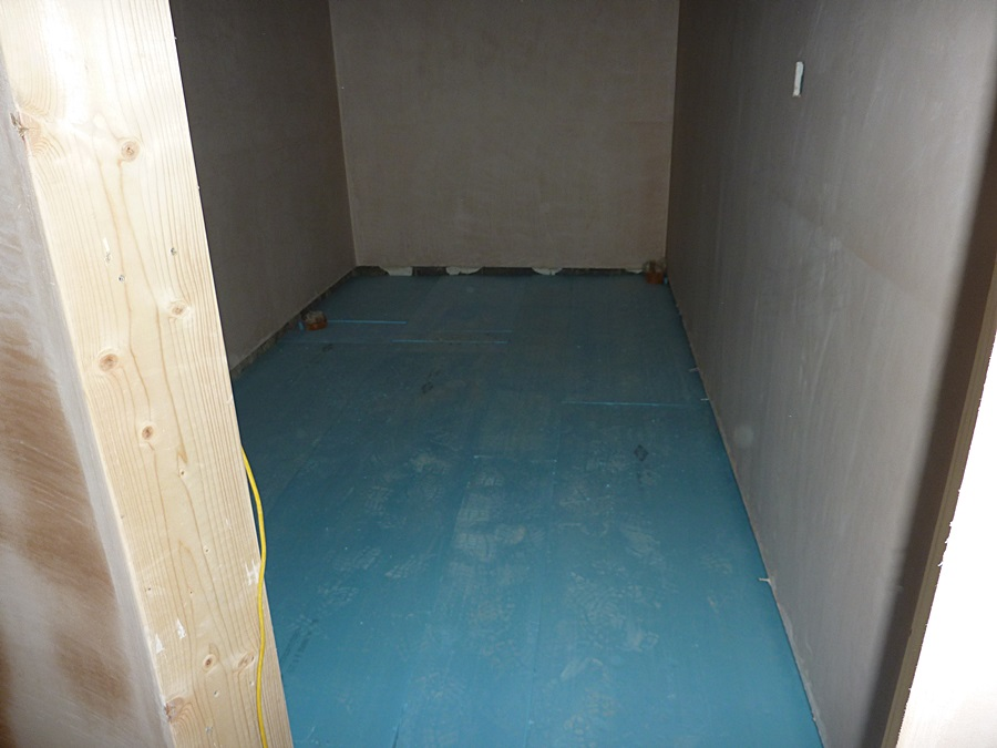 Gents toilet underfloor insulation