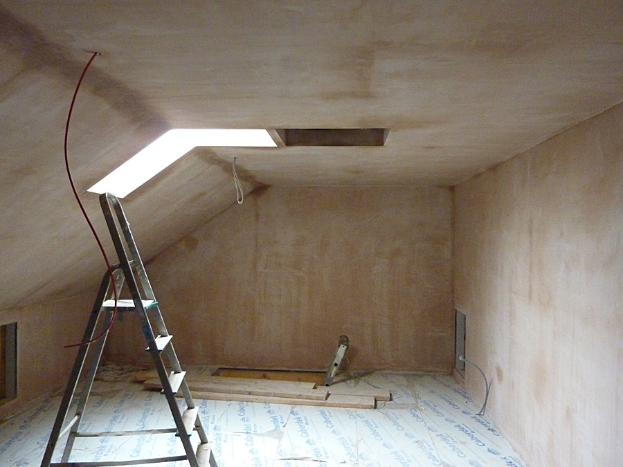 Plant room walls and ceiling plastered 1